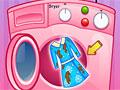 Лиза стирает одежду
