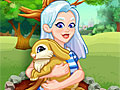 Кристалл ухаживает за кроликом